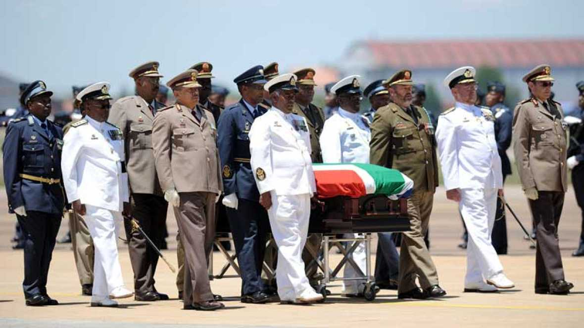Nelson Mandela está ya en Qunu