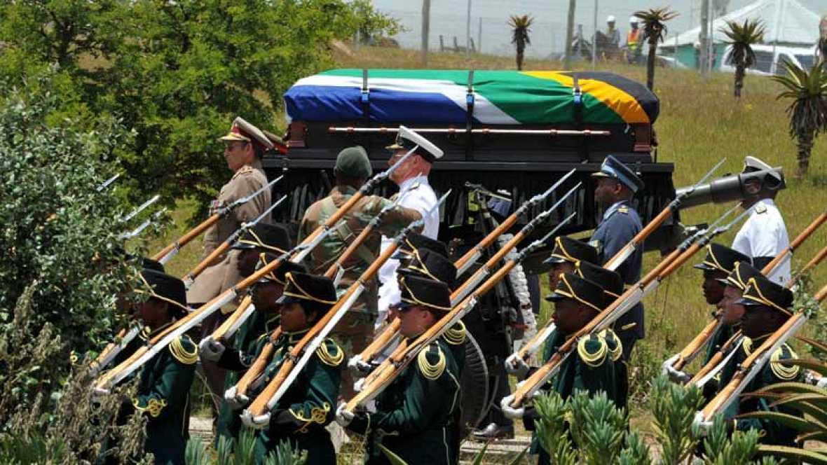 Último adiós a Mandela, ejemplo e inspiración para el mundo
