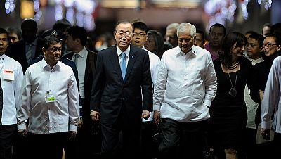 Ban Ki-Moon visita la zona afectada por el tifón Haiyan en Filipinas