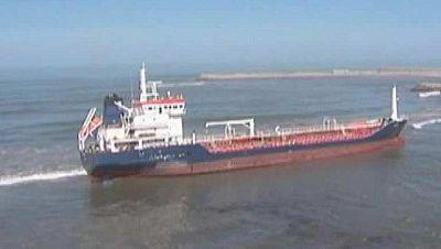 Un remolcador reflotará el petrolero encallado cerca de Canarias