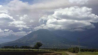 Unas 2.000 personas evacuadas por la erupción del volcán Chaparrastique en El Salvador