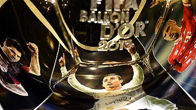 Después de muchos debates sobre quién debe ser el ganador, Zúrich ya está preparada para la gala que desvelará qué futbolista gana el Balón de Oro 2013: Ronaldo, Ribéry o Messi.