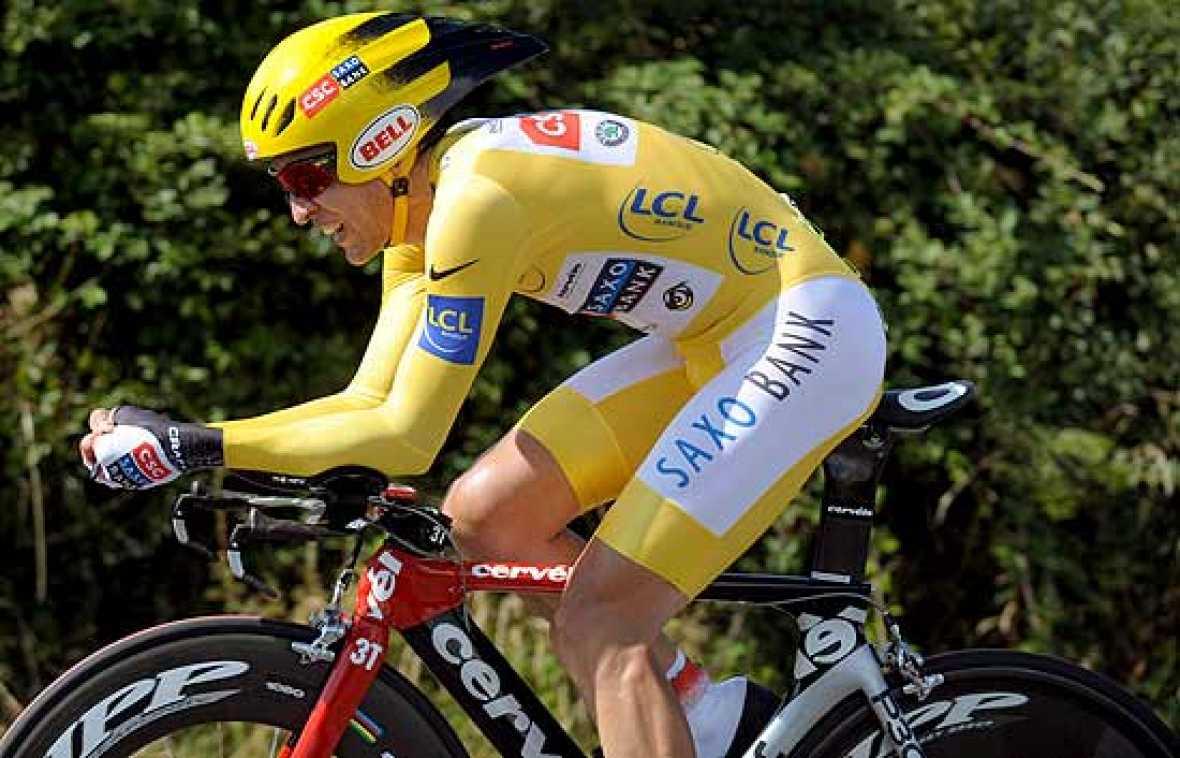 El ciclista abulense Carlos Sastre se ha asegurado la victoria final del Tour 2008, tras una gran actuación en la contrarreloj decisiva con meta en Saint-Amand-Motrond.