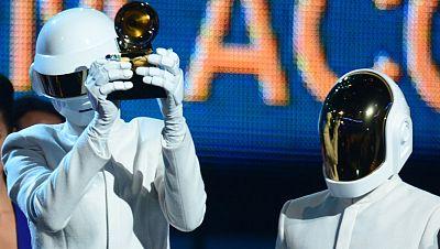 Daft Punk y el dúo de rap Macklemore & Ryan Lewis arrasan en los premios Grammy 2014