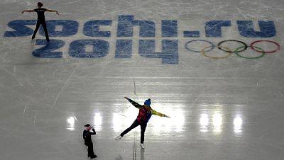 Quedan pocos días para que el fuego olímpico ilumine Sochi pero allí, la propia organización, sigue avivando la hoguera de la polémica. Se ha hablado mucho sobre las leyes homófobas rusas. Un asunto que afecta a los derechos humanos pero que también
