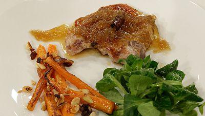 Chuletas al ron negro con parrillada de zanahorias