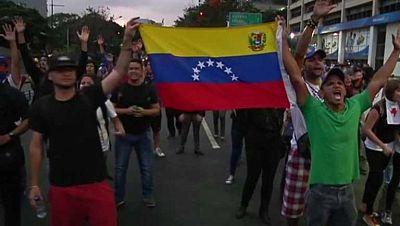 La oposición celebra una marcha en Venezuela para entregarse a la fiscalía