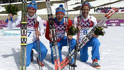 Alexander Legkov ganó la carrera al esprín y se cuelga el oro. Maxim Vylegzhanin se llevó la plata e Ilia Chernousov, el bronce. Los españoles Imanol Rojo y Javier Gutiérrez fueron 33º y 47º.