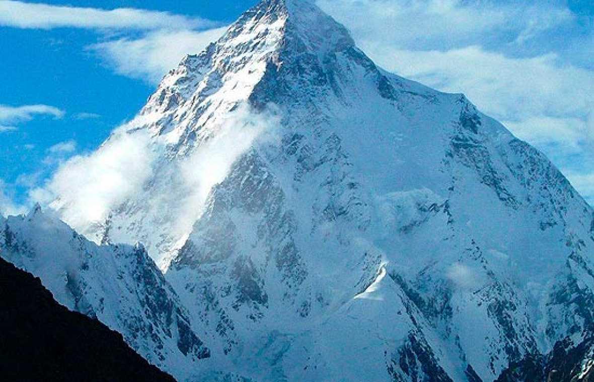 Al menos nueve alpinistas muertos en el K-2
