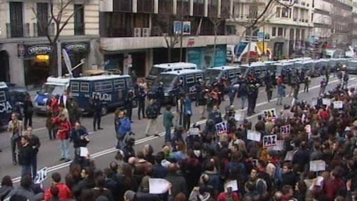 Protestas en las sedes del PP por los atentados del 11M