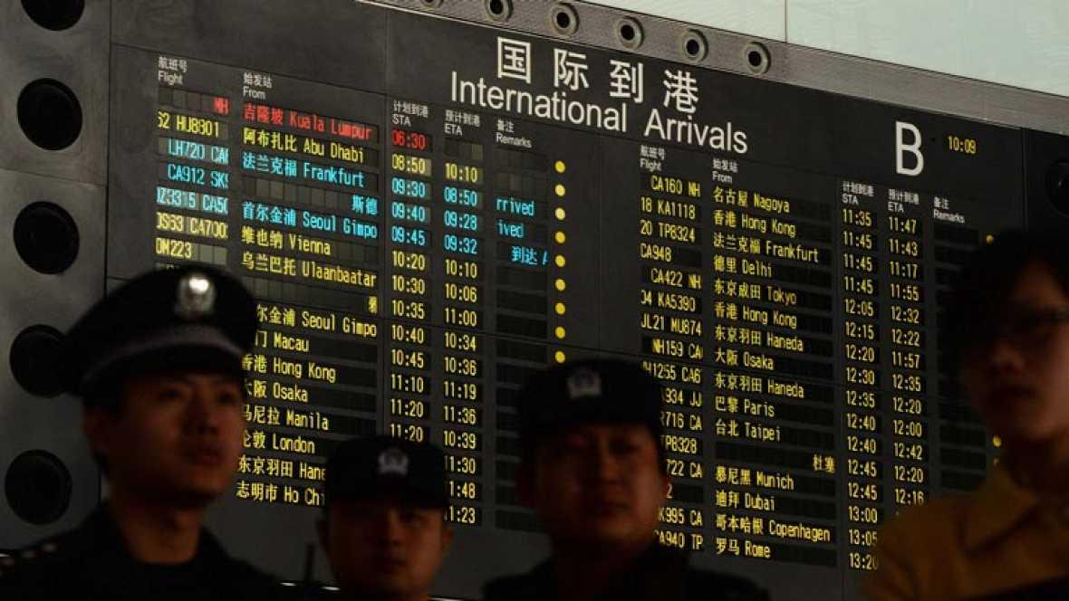 Malaysia Airlines pierde el control de un vuelo con 239 personas a bordo