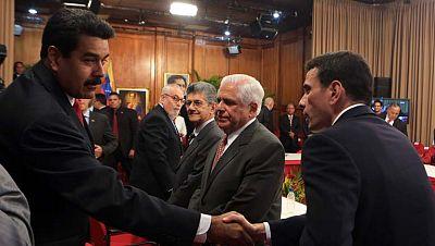 En Venezuela, gobierno y oposición moderada inician un diálogo histórico