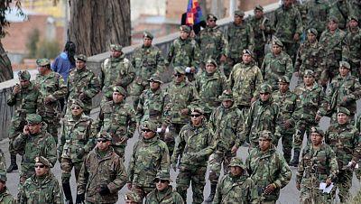Militares bolivianos han marchado hacia la capital para reclamar el fin de la discriminación racial