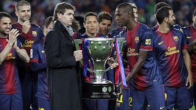 El extécnico del FC Barcelona, Francesc 'Tito' Vilanova, ha fallecido a los 45 años de edad, según han confirmado fuentes familiares, a consecuencia de un cáncer en la glándula parótida, que se le detectó en noviembre de 2011, cuando todavía era segu