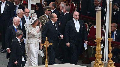 Los reyes asisten a la canonización de Juan Pablo II y Juan XXIII