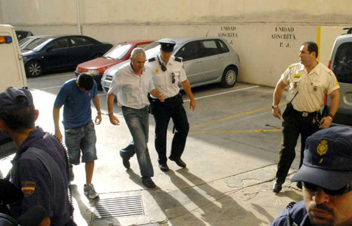 Tres detenidos por su presunta implicación en una trama de corrupción en el Consorcio Joven de Baleares han pasado hoy a disposición judicial.