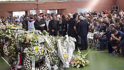 Multitudinario funeral por los cinco niños fallecidos de Monterruio de la Serena