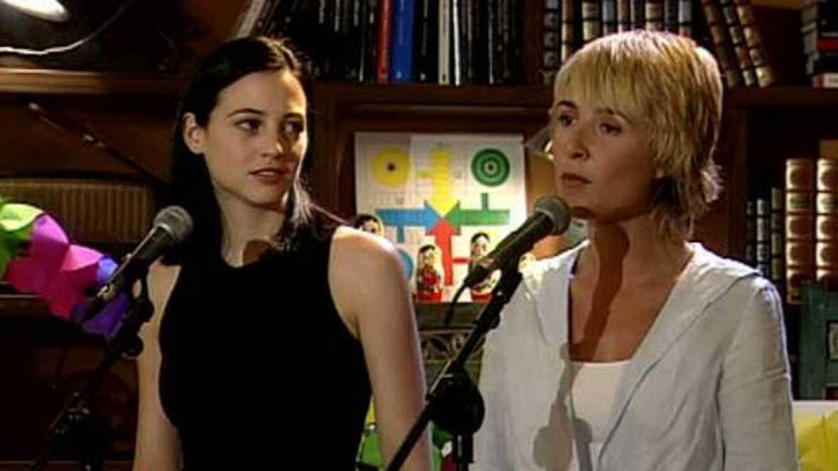 Leonor Watling y Cayetana Guillén-Cuervo interpretan la canción 'Princesa herida'