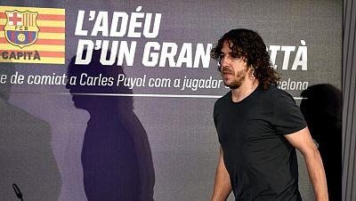 El jugador y capitán del FC Barcelona Carles Puyol se ha despedido  este jueves en un emotivo acto de homenaje a su figura, la de un  jugador que ha estado quince años en el primer equipo y los últimos  como líder, en el que ha dejado intuir que se r