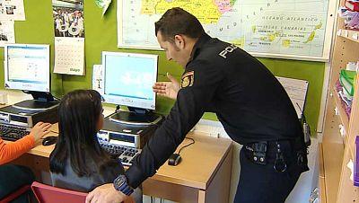 La Policía Nacional recuerda a los padres la importancia de inculcar un uso seguro de internet