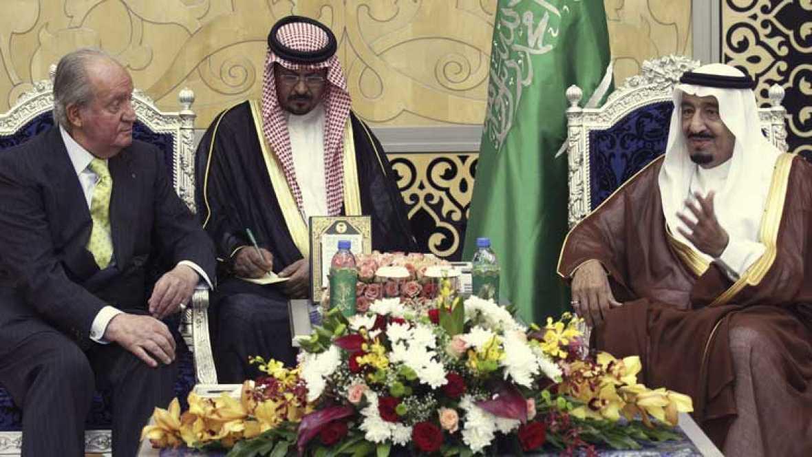 El rey llega a Arabia Saudí en su gira por los países del Golfo Pérsico