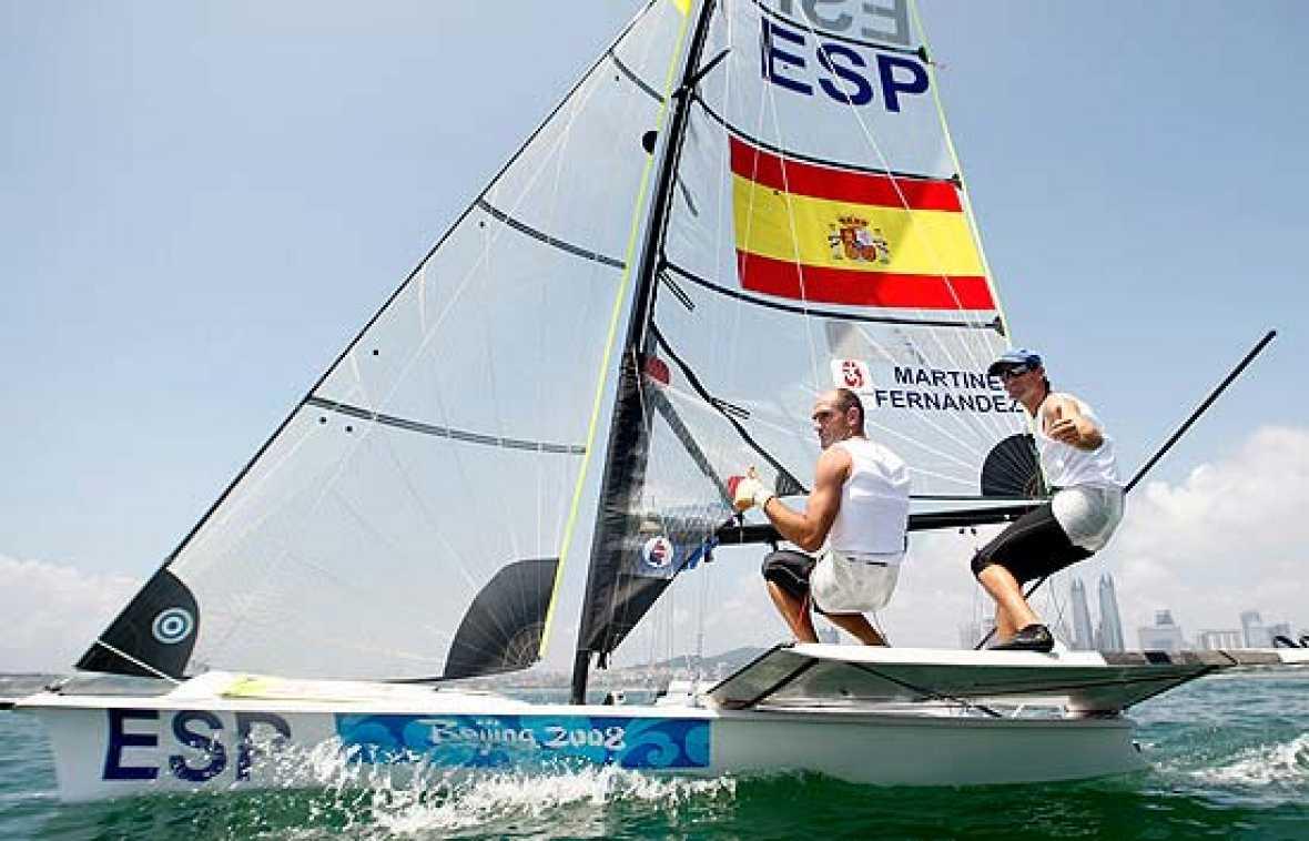 La pareja de regatistas vascos acaba en primer lugar la 'Medal Race' de la clase 49er, pero el oro fue para la pareja danesa, Warrer e Ibsen.