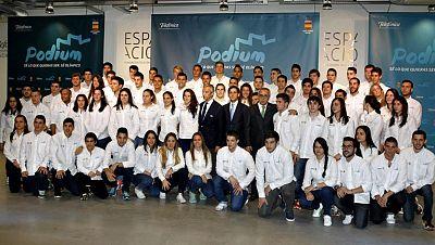 El programa Podium irá destinado a 80 deportistas de hasta 23 años con opciones de clasificarse para los Juegos Olímpicos de Río 2016. Los requisitos para poder acogerse a este programa de ayuda al deporte son no haber sido aún olímpico, tener menos