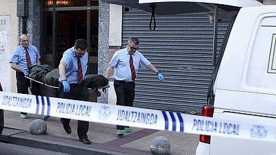 """El policía municipal que mató a sus padres enfermos en Barakaldo les atendía """"casi diariamente"""""""
