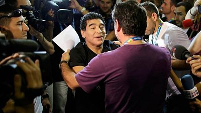 El exjugador argentino Diego Armando Maradona fue crítico con la  selección española tras la derrota abultada ante Holanda en el  estreno del Mundial, señalando errores de bulto en Sergio Ramos y  Gerard Piqué, y especialmente del meta Iker Casillas,