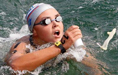 La rusa Larisa Ilchenko vence en aguas abiertas con un tiempo de 1:59:27. La española Yurena Requena no consigue medalla y acaba décimotercera.