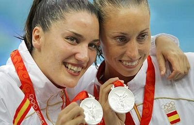 El dúo español ha conseguido la primera medalla de la natación sincronizada para nuestro país.