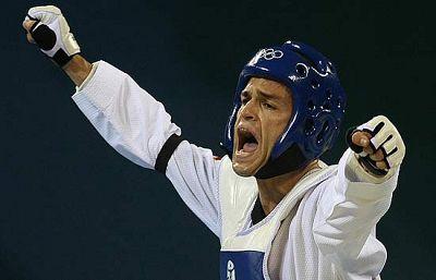 El taekwondista español se ha metido en semifinales al batir al brasileño Ferreira.