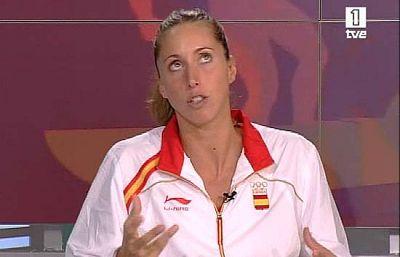 Las flamantes medallistas de plata en la final de dúo de natación sincronizada hablan tras alcanzar el podio. Gemma Mengual y Andrea Fuentes explican cómo se compenetran y complementan en la piscina y bromean en los estudios de TVE en Pekín.