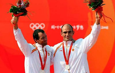 Los regatistas de plata Iker Martínez y Xabi Fernández hablan en TVE de la polémica que rodea a su medalla. Satisfechos de su segundo puesto en la clase 49er, apoyan sin embargo la reclamación del COE que pide el oro para nuestros atletas.
