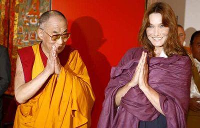 El Dalai Lama ha dado la bienvenida a la primera dama francesa, Carla Bruni-Sarkozy, en la inauguración de un templo budista en el sur de Francia, en la víspera del fin de la visita del líder espiritual del Tíbet a este país.