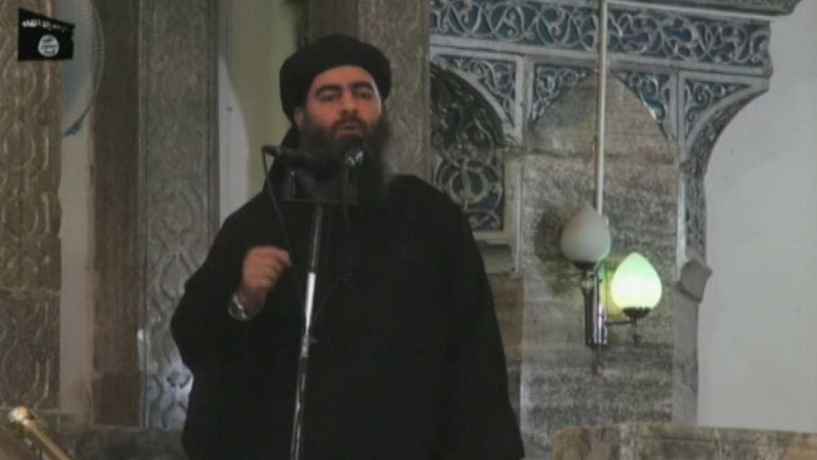 El recién autoproclamado califa y jefe del Estado Islámico, Al Bagdadi, ha aparecido por primera vez en público