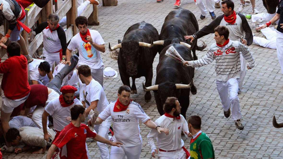 Limpio y veloz segundo encierro de sanfermines 2014 con toros de Dolores Aguirre