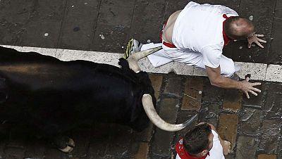 Muy peligroso tercer encierro de sanfermines 2014 con toros de Victoriano del R�o