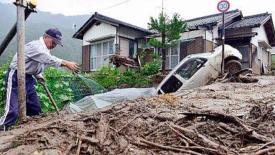 30.000 evacuados y al menos dos muertos en Japón por el tifón Neoguri