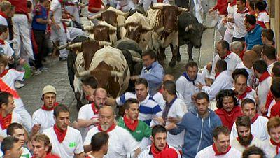 Los toros de Adolfo Mart�n dejan un s�ptimo encierro de San Ferm�n 2014 limpio pero complicado