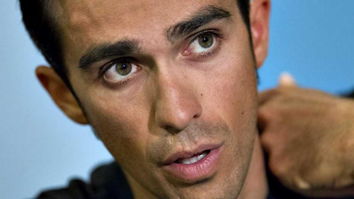 """El líder del Tinkoff-Saxo, Alberto Contador, confesó que es """"duro""""  admitir su abandono en el Tour por la caída que le produjo la  fractura en la tibia derecha, dijo que debe """"mirar adelante"""" para  afrontar con optimismo el futuro y admitió que ve di"""