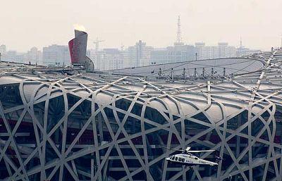 Con el apagado de la llama olímpica comenzaron los trabajos de recogida de todo el material utilizado en este estadio.