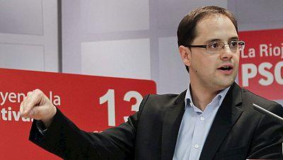 César Luena, secretario de Organización, y Micaela Navarro, presidenta del PSOE