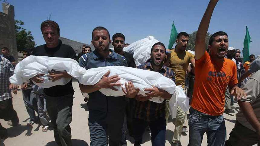 Israel redobla sus ataques en Gaza tras sufrir el peor revés de la ofensiva