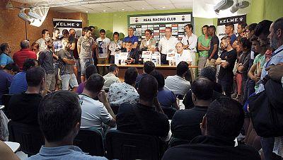 Después de presentar los documentos pertinentes, el futuro de Racing de Santander y Murcia ya está en manos de la LFP, que deberá estudiar los casos y decidir si pueden mantener la categoría.