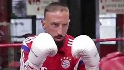 El jugador del Bayern de Munich aprovechó la gira norteamericana de su equipo para boxear en el legendario Gleason's. Se trata del gimnasio en el que comenzaron sus carreras boxeadores de la talla de Mike Tyson o Muhammad Ali.