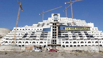 La Junta de Andalucía comprará los terrenos del hotel Algarrobico para su demolición