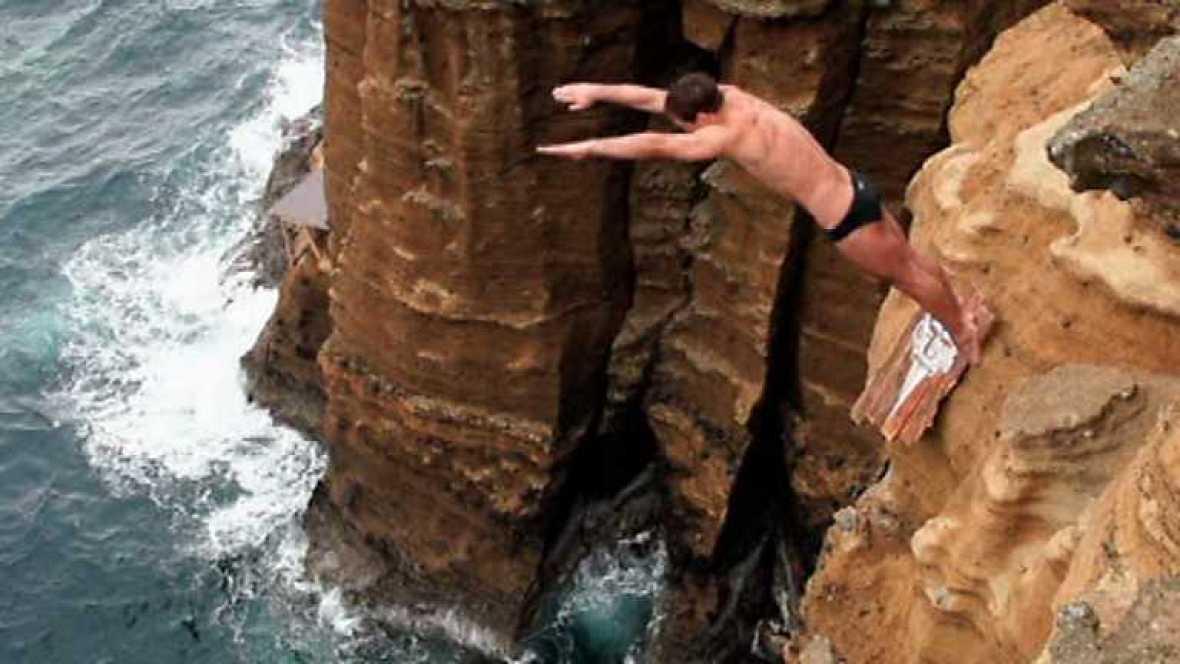 Saltos de acantilados - Red Bull Cliff Diving. Prueba Azores - ver ahora
