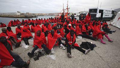 Más de 260 inmigrantes rescatados en pateras en el Estrecho