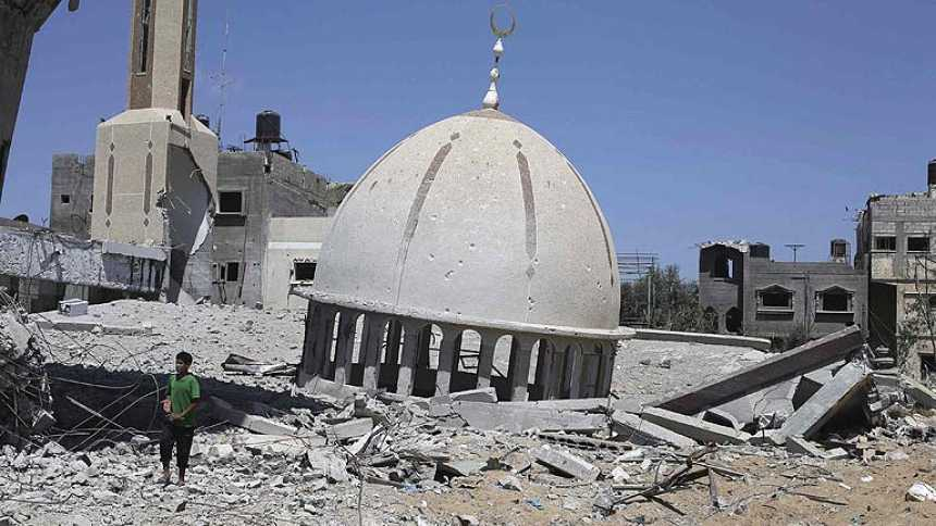 Las excavadoras tienen más trabajo del que pueden abarcar en Gaza